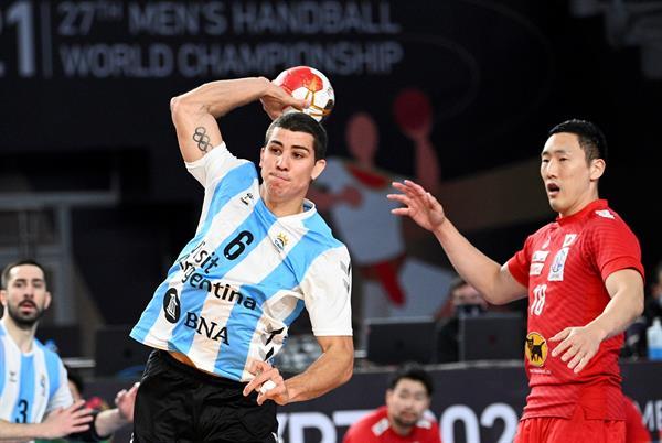 دييجو سيمونيت أحد أشقاء عائلة سيمونيت الذين يشاركون في دورة الألعاب الأوليمبية طوكيو 2020 مع منتخب الأرجنتين لكرة اليد.