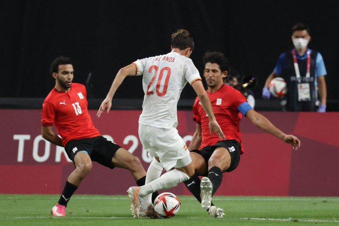 أحمد حجازى حائط صد أمام هجمات منتخب إسبانيا