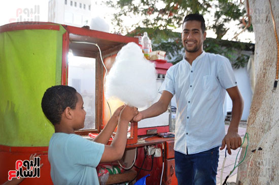 فرحة-أطفال-قرى-مدينة-إسنا-بالعيد-بعد-انكسار-حرارة-الطقس-(7)