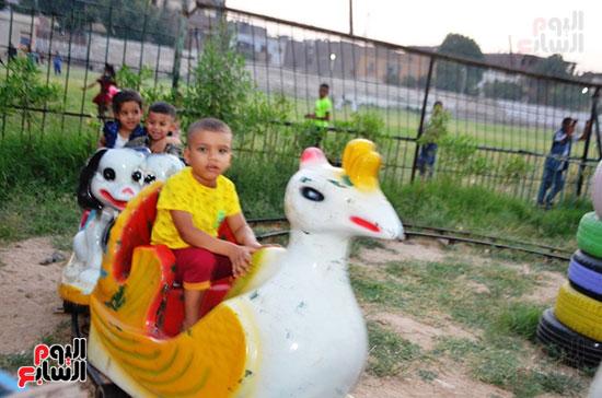 فرحة-أطفال-قرى-مدينة-إسنا-بالعيد-بعد-انكسار-حرارة-الطقس-(3)