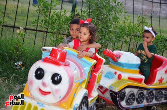 فرحة-أطفال-قرى-مدينة-إسنا-بالعيد-بعد-انكسار-حرارة-الطقس-(5)