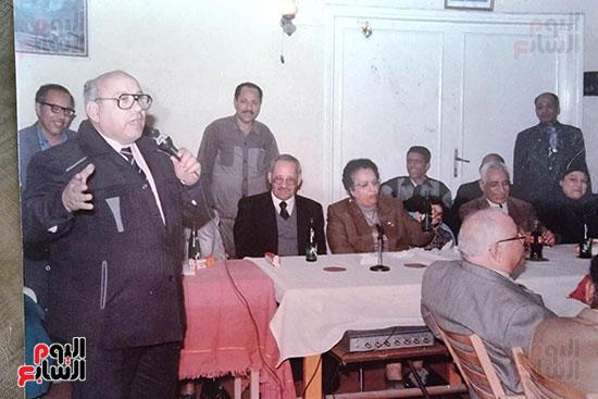 الدكتور مصطفى عباس الذ انقذه الزعيم الراحل جمال عبد الناصر