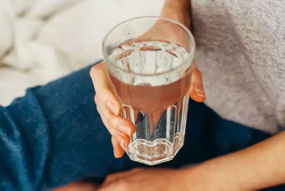فوائد الماء الدافئ لانقاص الوزن