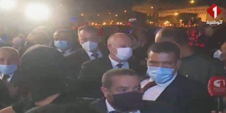 الرئيس التونسي في الشارع