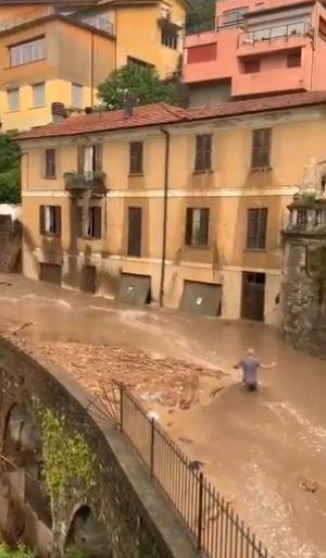 المياه تغمر المنازل