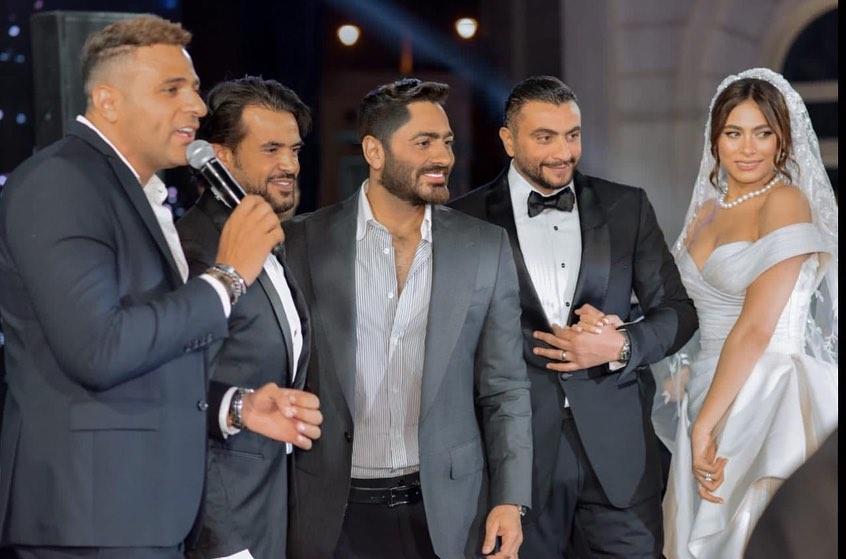 تامر حسنى مع العروسين ومحمد نور وأحمد جمال