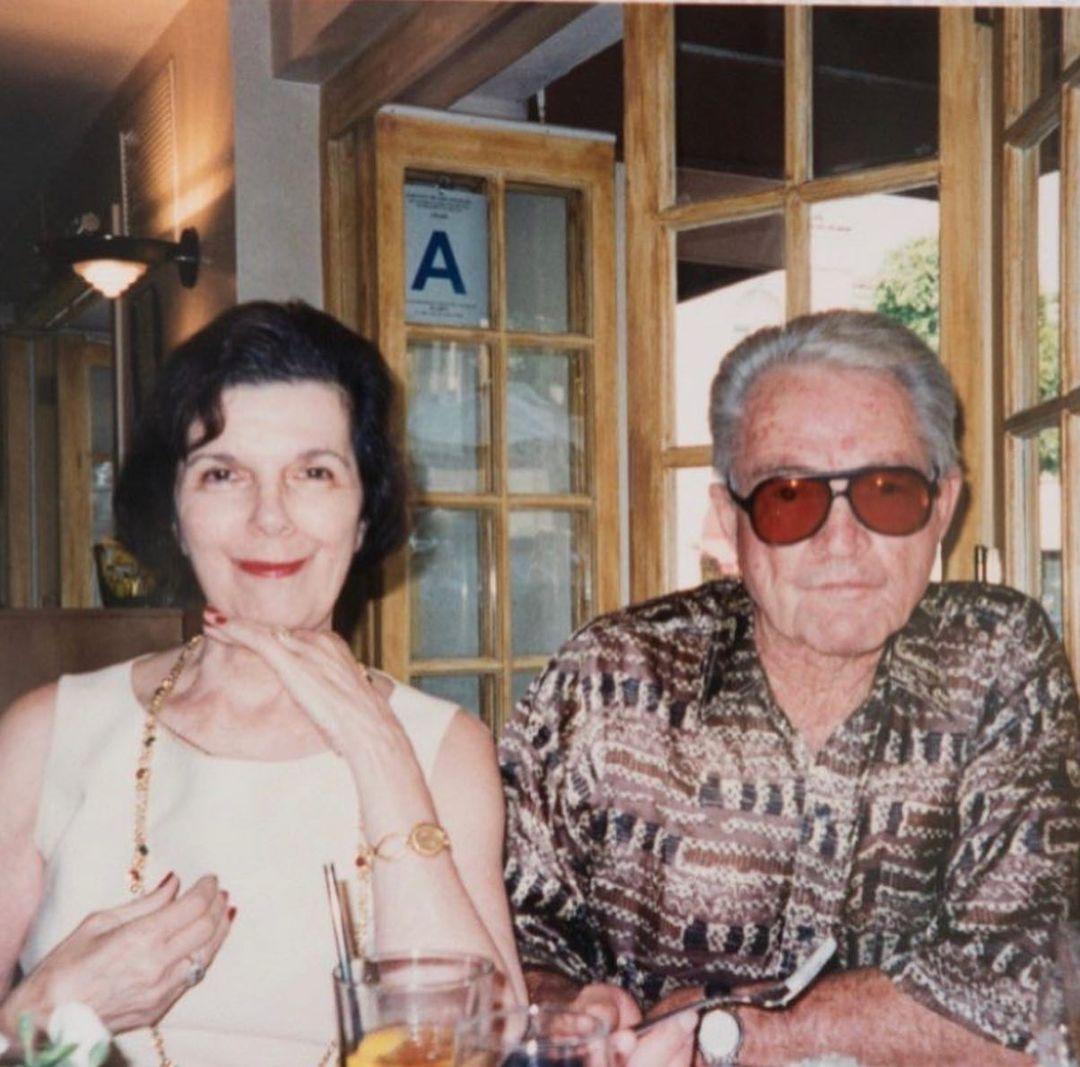 صورة عائلية مع جدة كيم كارداشيان (22)