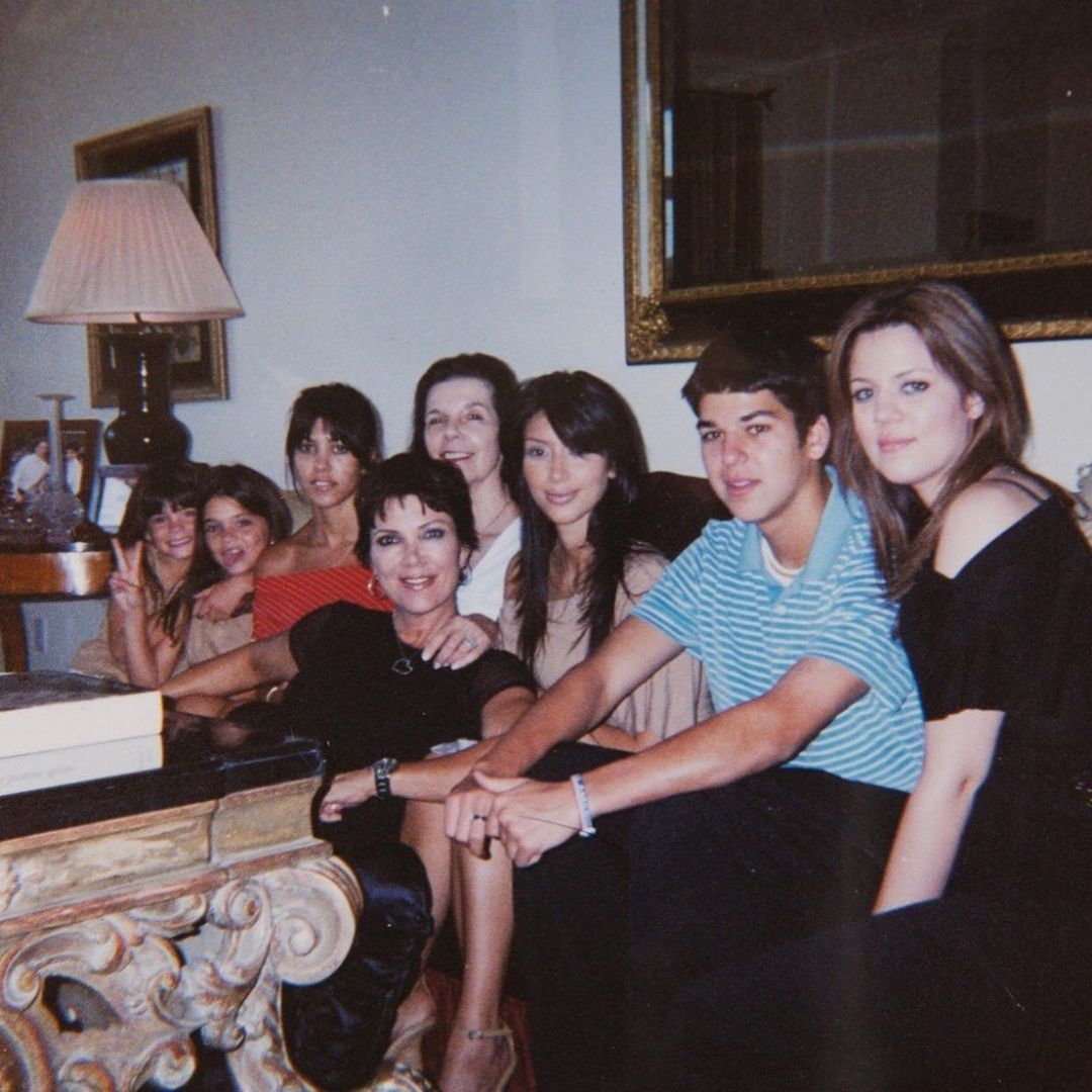 صورة عائلية مع جدة كيم كارداشيان (25)