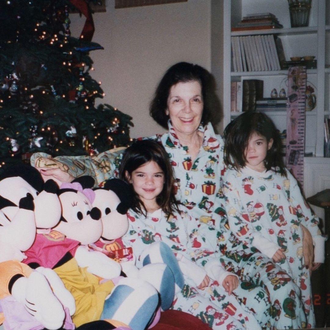 صورة عائلية مع جدة كيم كارداشيان (29)