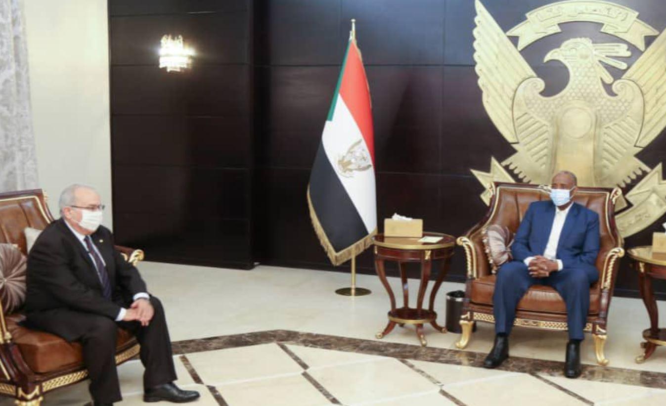 وزير خارجية الجزائر ورئيس مجلس السيادة الانتقالي السوداني