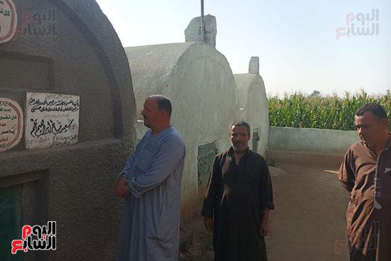قبر-سعيد-صالح-يجمع-محبيه-إحياءً-لذكراه-(9)