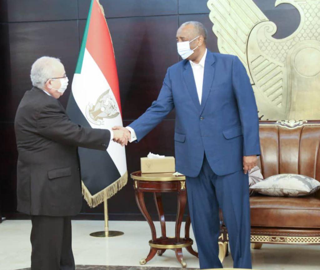وزير خارجية الجزائر يلتقي رئيس مجلس السيادة الانتقالي السوداني