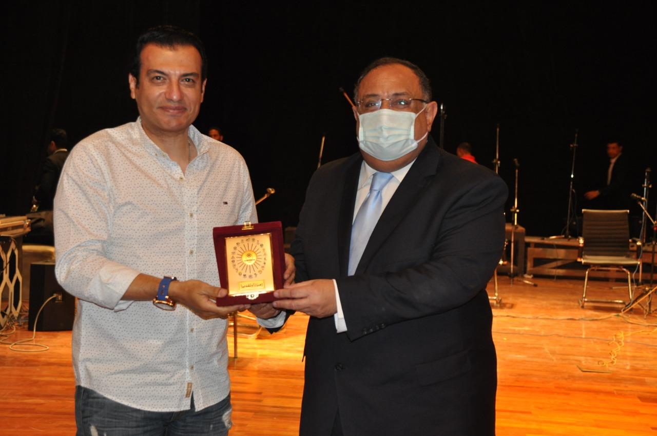 تكريم الفنان إيهاب توفيق
