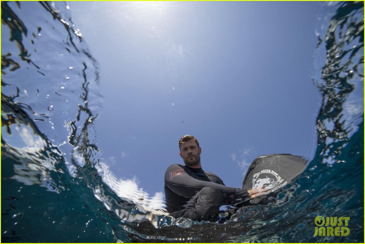 chris-hemsworth-shark-week-programming-10