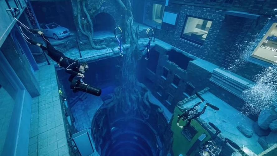 تحت الماء