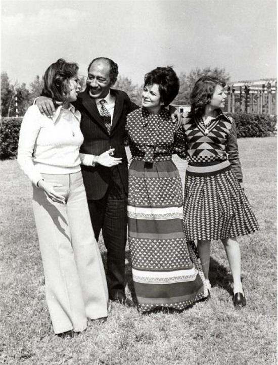 السيدة جيهان مع عائلتها