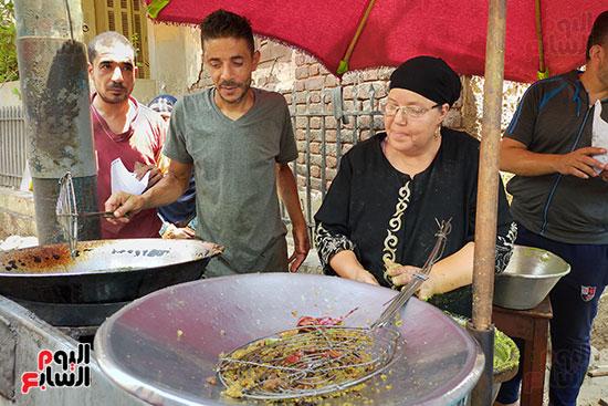 كفاح-أم-حسين-أشهر-بائعة-طعميه-فى-طنطا-(4)