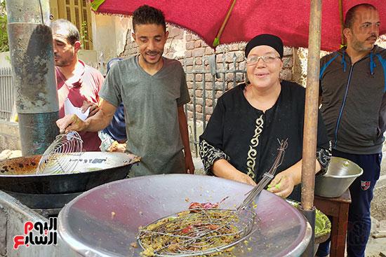كفاح-أم-حسين-أشهر-بائعة-طعميه-فى-طنطا-(1)