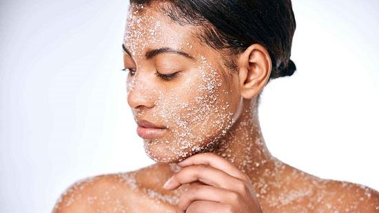 طرق طبيعية للتخلص من خلايا الجلد الميتة