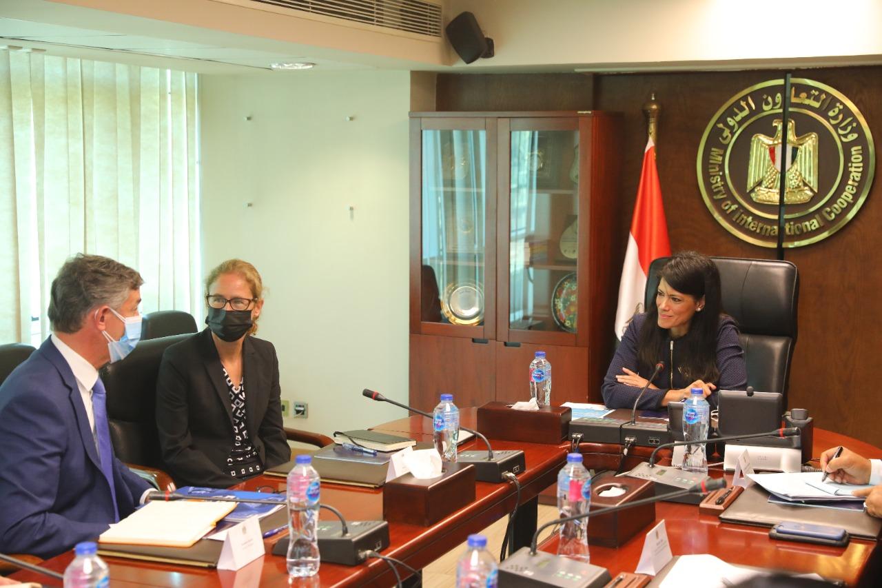 وزيرة التعاون الدولي و مدير قطاع النقل بمنطقة الشرق الأوسط وشمال أفريقيا بمجموعة البنك الدولي