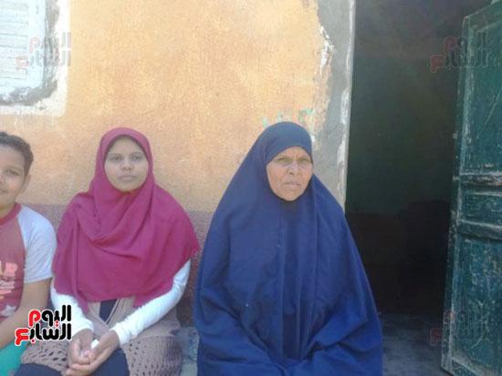 جانب من الأسرة في المنيا