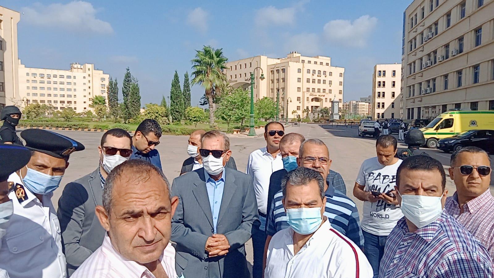 محافظ كفر الشيخ ونائبه يتفقدان اثار حريق