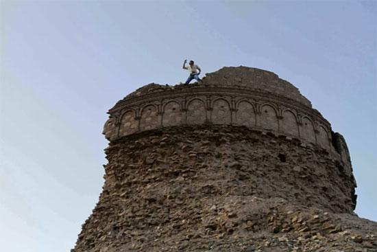 دير بوذي قديم بالقرب من جلال آباد