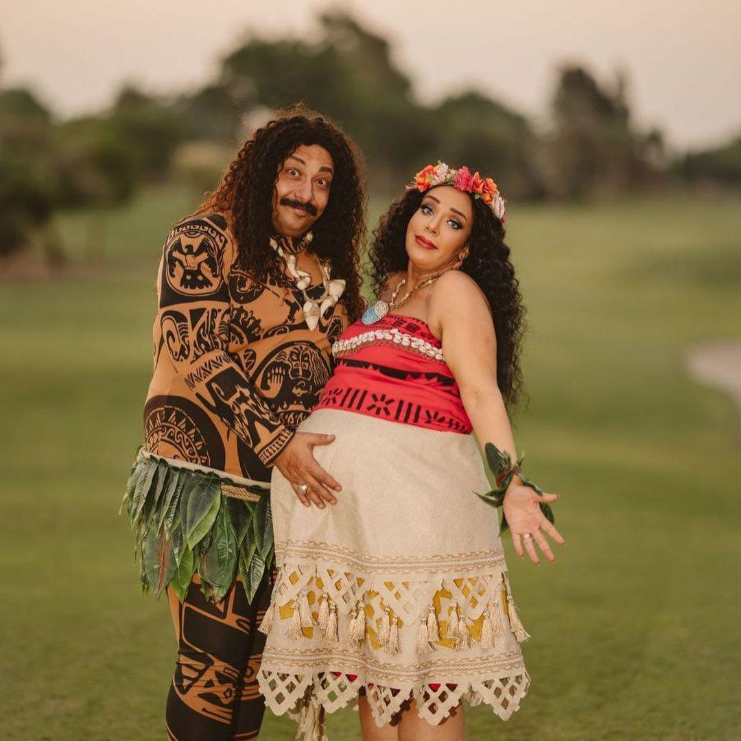 محمد ثروت وزوجته فى جلسة تصوير