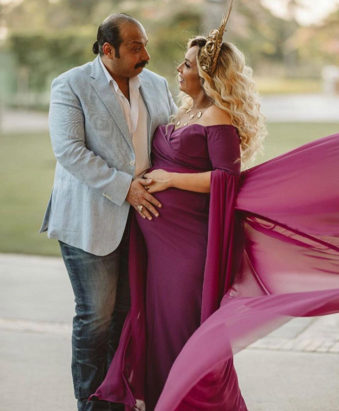 محمد ثروت وزوجته فى جلسة تصوير الحمل (3)