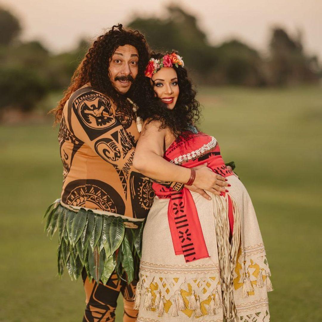 محمد ثروت وزوجته على طريقة موانا