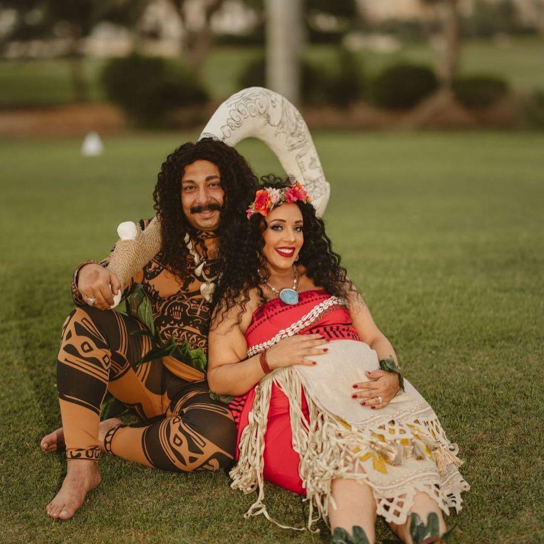 محمد ثروت وزوجته فى جلسة تصوير (2)