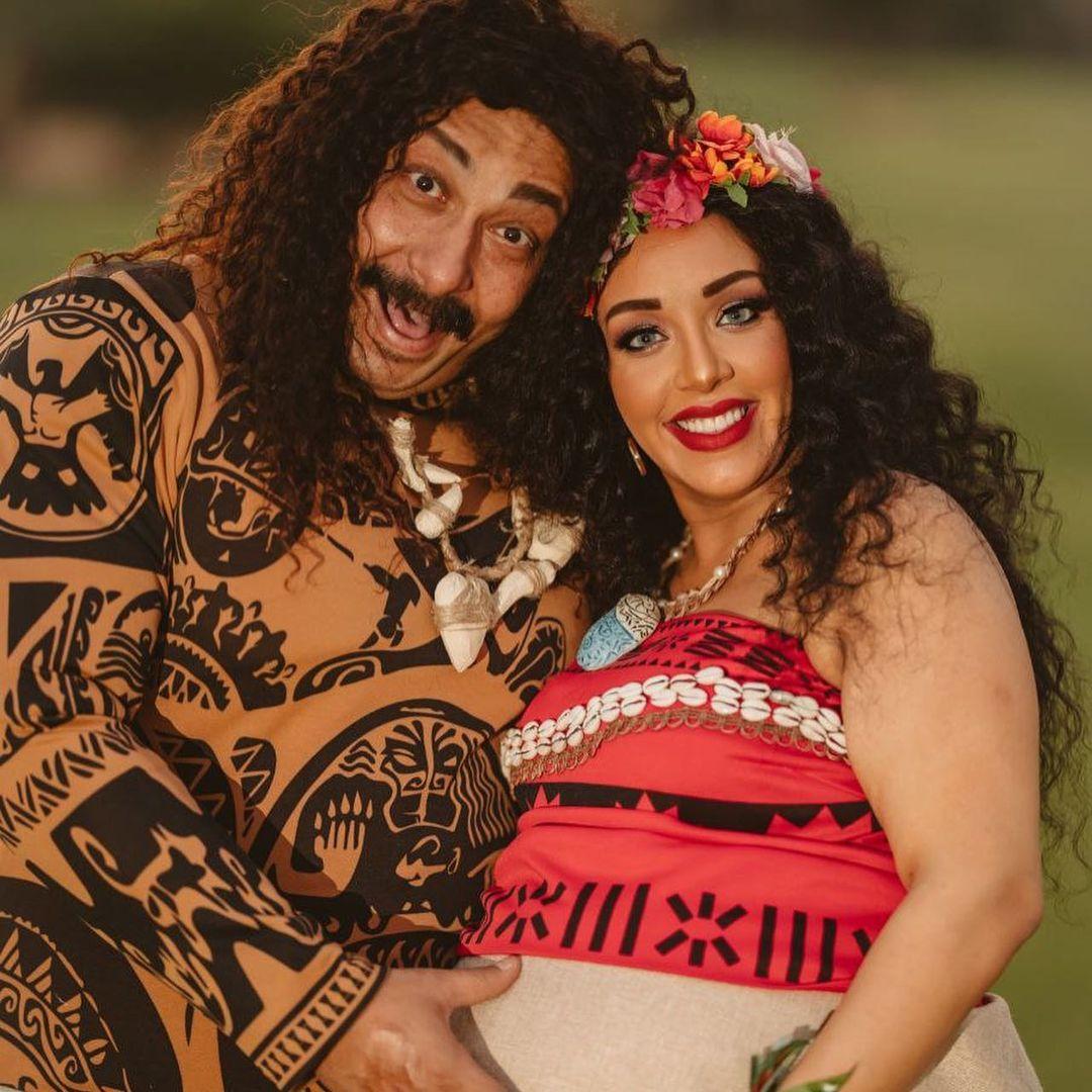 محمد ثروت وزوجته فى جلسة تصوير الحمل