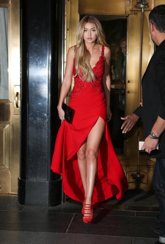 Gigi Hadid's Most Beautiful Dresses (2)
