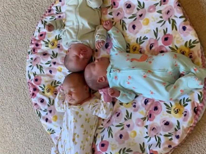 Three identical twins are born in a rare case (3)
