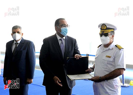 رئيس الوزراء يشهد مراسم رفع العلم على الكراكة حسين طنطاوي (34)