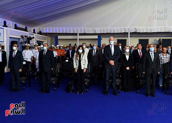 رئيس الوزراء يشهد مراسم رفع العلم على الكراكة حسين طنطاوي (12)