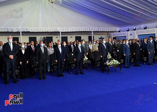 رئيس الوزراء يشهد مراسم رفع العلم على الكراكة حسين طنطاوي (14)