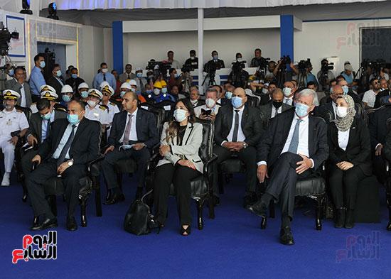 رئيس الوزراء يشهد مراسم رفع العلم على الكراكة حسين طنطاوي (25)