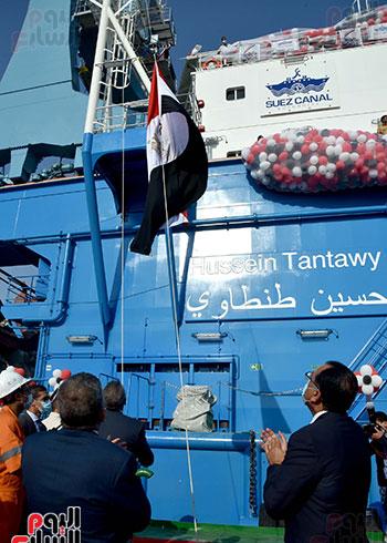رئيس الوزراء يشهد مراسم رفع العلم على الكراكة حسين طنطاوي (6)