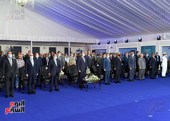 رئيس الوزراء يشهد مراسم رفع العلم على الكراكة حسين طنطاوي (13)