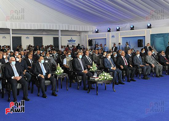 رئيس الوزراء يشهد مراسم رفع العلم على الكراكة حسين طنطاوي (20)