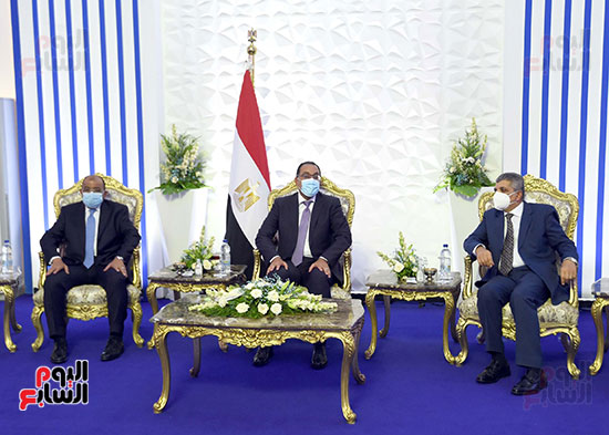 رئيس الوزراء يشهد مراسم رفع العلم على الكراكة حسين طنطاوي (9)