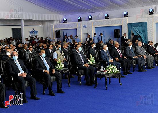رئيس الوزراء يشهد مراسم رفع العلم على الكراكة حسين طنطاوي (19)