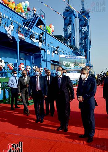 رئيس الوزراء يشهد مراسم رفع العلم على الكراكة حسين طنطاوي (5)