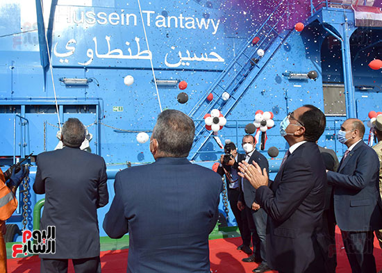 رئيس الوزراء يشهد مراسم رفع العلم على الكراكة حسين طنطاوي (7)