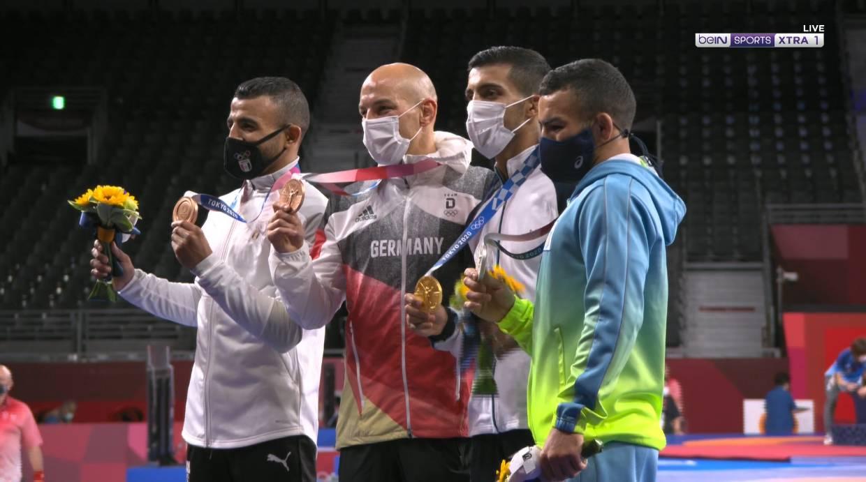 كيشو يحتفل بالميدالية البرونزية