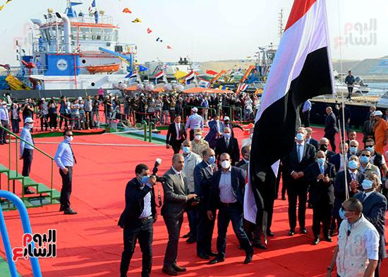 رئيس الوزراء يشهد مراسم رفع العلم على الكراكة حسين طنطاوي (2)