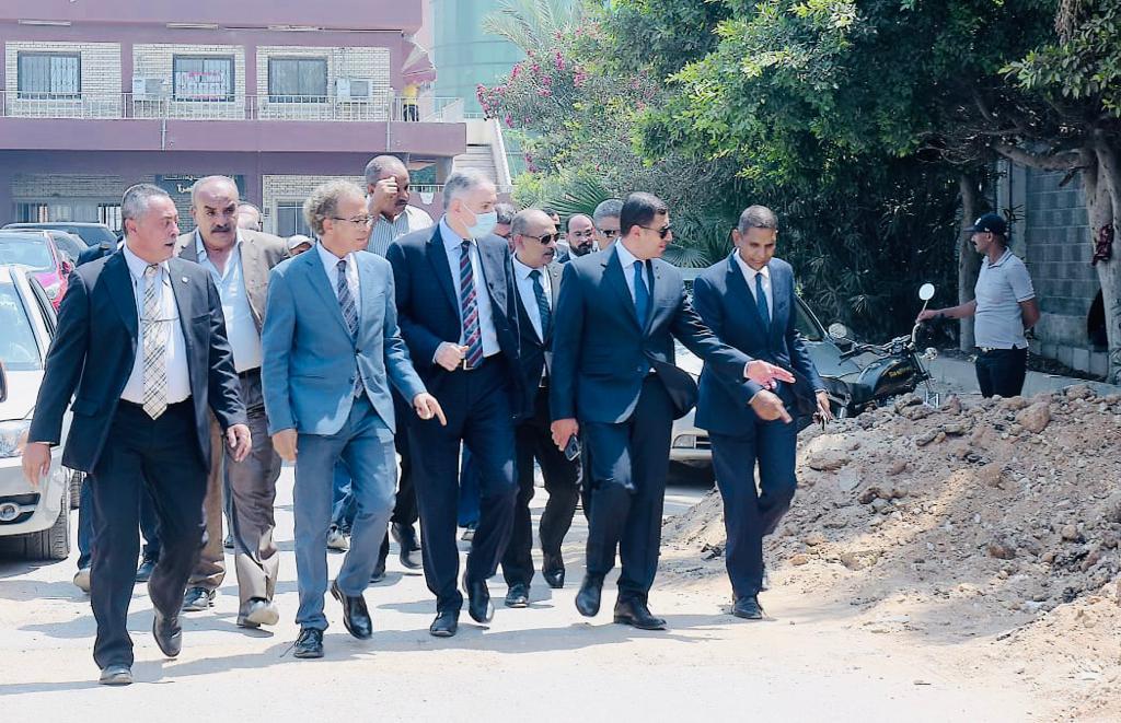 الرئيس التنفيذي لهيئة الاستثمار خلال الجولة  (1)