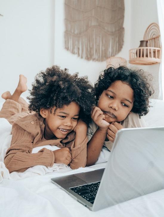 السن المناسب لترك الأطفال يستخدمون السوشيال ميديا (6)