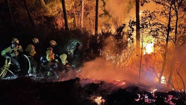 محاولات اطفاء الحرائق فى اسبانيا